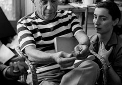 Picasso and Jacqueline in their villa Notre-Dame-de-Vie, Mougins 1960, Silver gelatin print 30x40cm